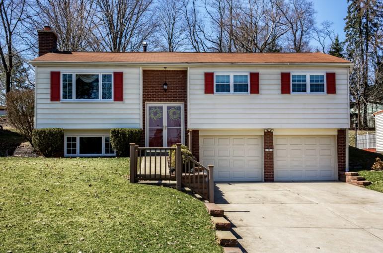 164 Deerfield Drive Pittsburgh, PA 15235